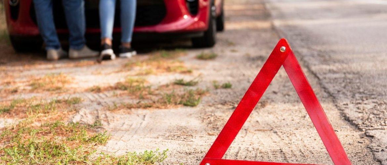 Il triangolo è fondamentale per la sicurezza stradale, ecco come usarlo
